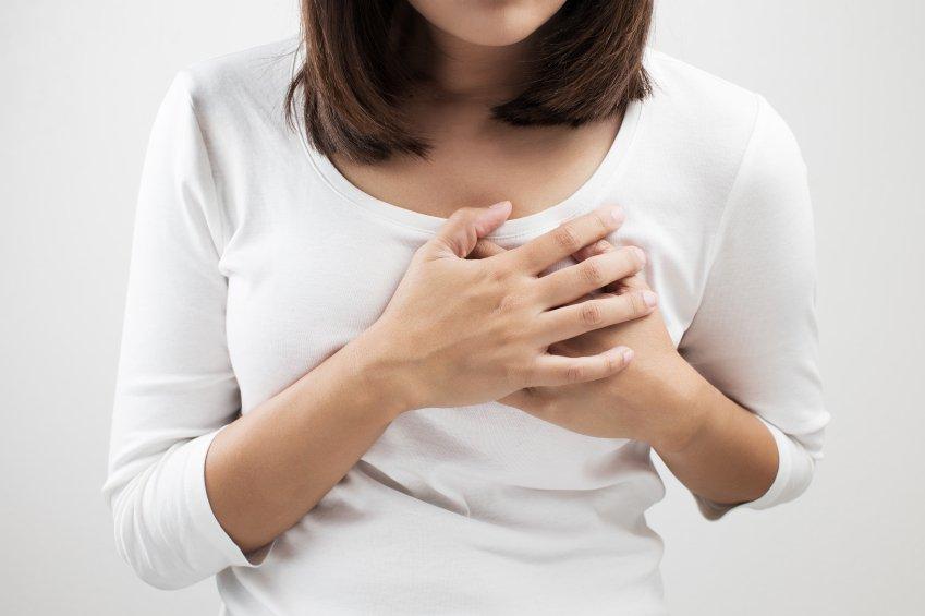 causas de dor mamária