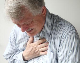 Causas e o tratamento para dor no meio do tórax