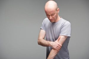 Causas e tratamento para dormência no braço esquerdo